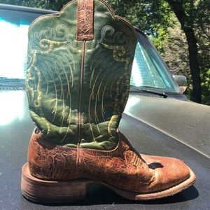 Ariat Squaretoed Triple Stitched Boots